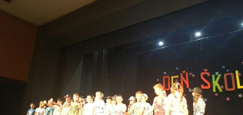"""Основна школа """"Херој Јанко Чмелик"""" из Старе Пазове прославила је 09.05.2018. године Дан школе."""