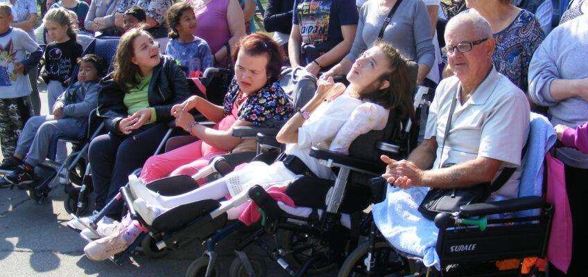 Заједничка шетња у знак подршке особама са инвалидитетом